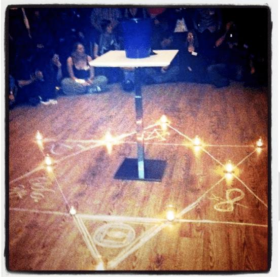 """Das """"Unholy Planters Punch Ritual"""" auf der Knutepunkt Larp Konferenz 2011"""